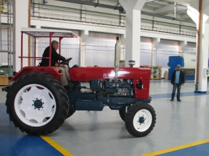 noul tractor