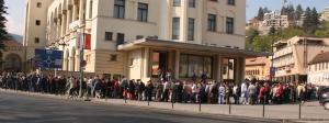 """""""Asaltul disperării la Casa Armatei"""" Foto: Transilvania Expres"""