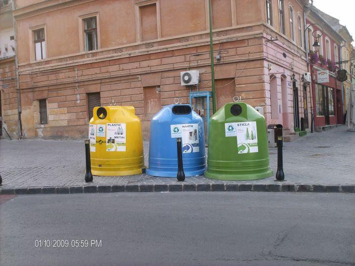 Urbanism cu pubele în buricul Braşovului