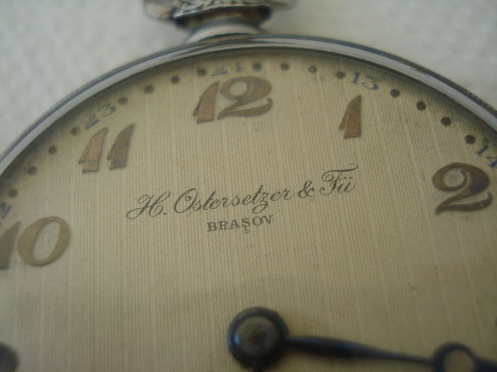 "Ceas ""Ostersetzer & Fii – Brasov"" (cca.1930) Sursa: www.timeclubromania.ro"